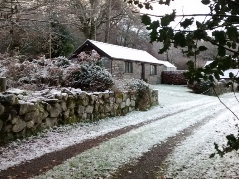rural driveway approach oakgrove snow dusting
