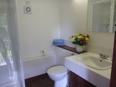 Oakgrove Holiday Cottage shower room